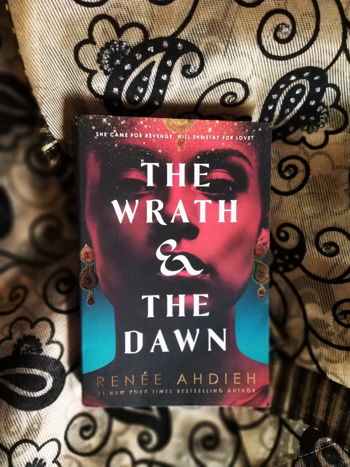 The Wrath & The Dawn is a riveting tale, but not withoutflaws